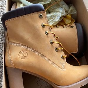 New in box women's heeled boots